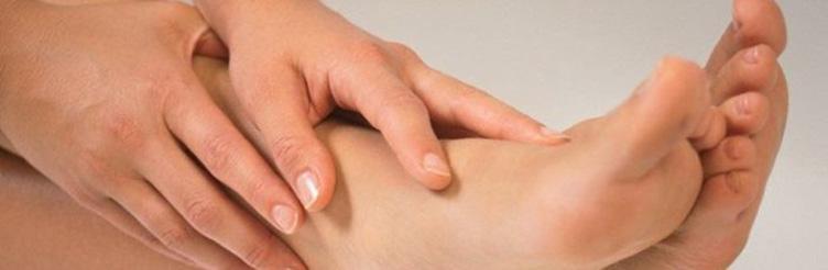 Лечение и причины появления бородавок на стопе
